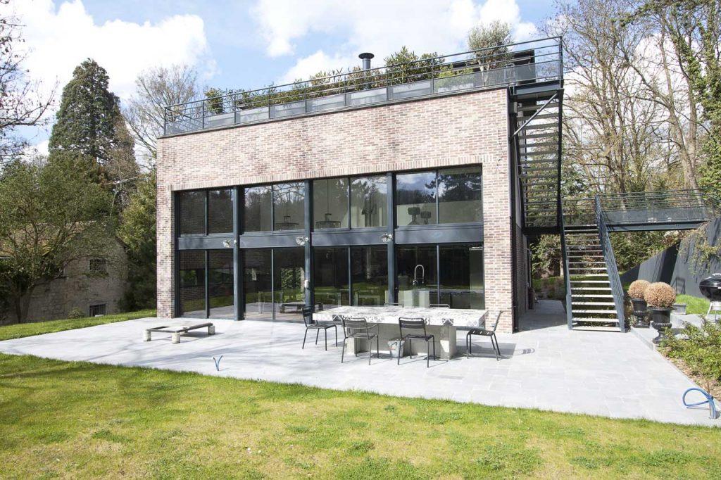 Maison contemporaine à l'esprit industriel